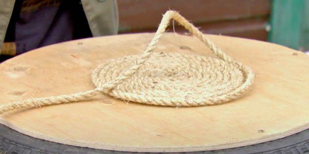 Пуфик своими руками: укладывайте верёвку виток к витку на клей
