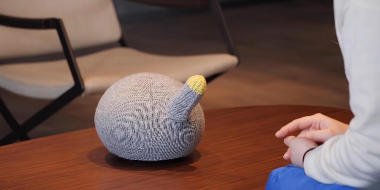 Panasonic представила робокота, который умеет говорить, спать и даже пукать