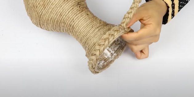 Подарки на 8 Марта своими руками: украсьте горлышко