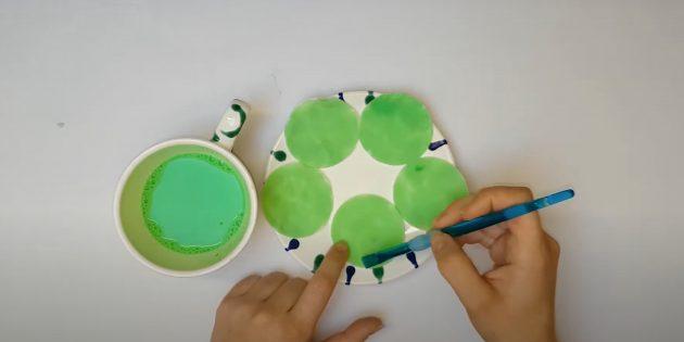 Поделки из ватных дисков: Покрасьте ватные диски