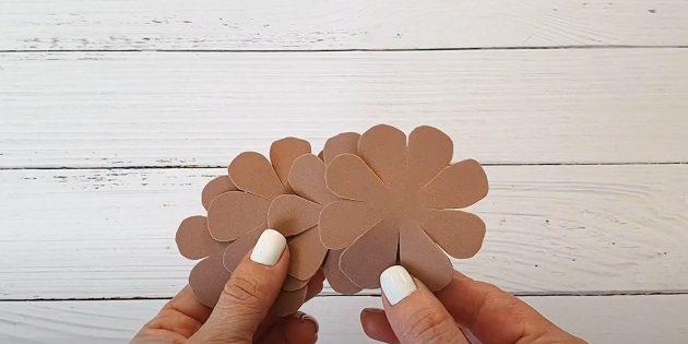 Поделки из фоамирана своими руками: наметьте лепестки