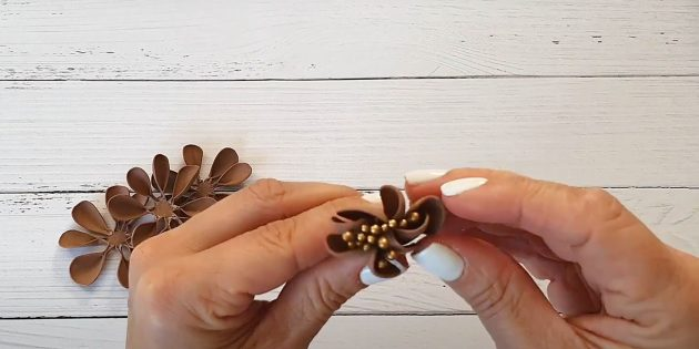 Поделки из фоамирана своими руками: приклейте лепестки к тычинкам