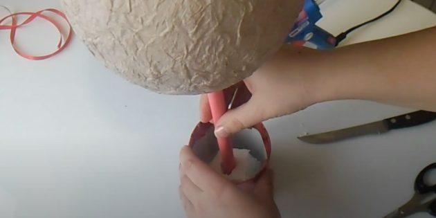 Поделки из ватных дисков: Закрепите ствол в банке