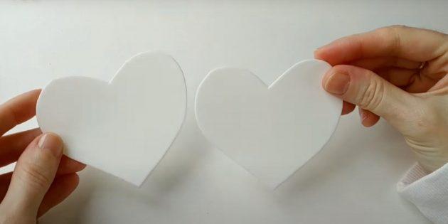 Вырежьте сердечки