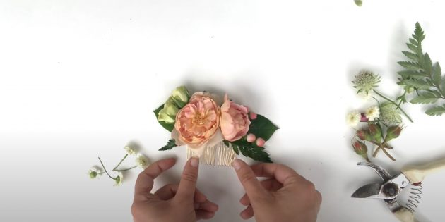 Закрепите цветы