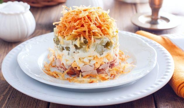 Салат с хрустящей жареной картошкой