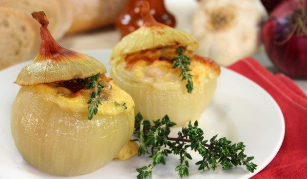 Фаршированный лук с мясом и сыром
