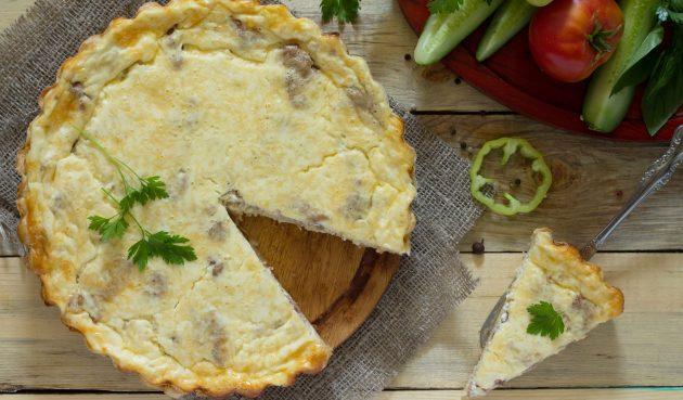 Пирог с картошкой, луком и грибами