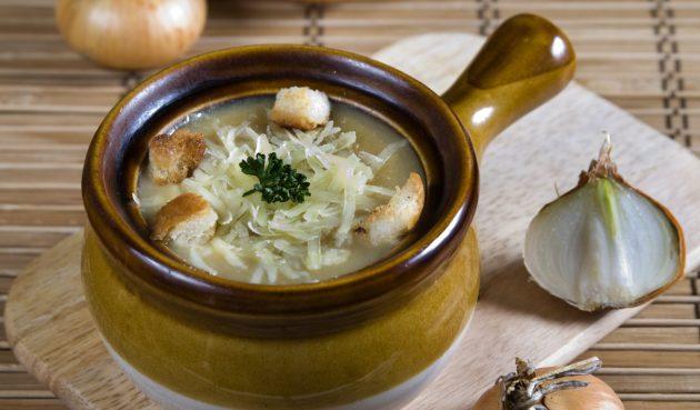 Луковый суп с сыром и горчицей
