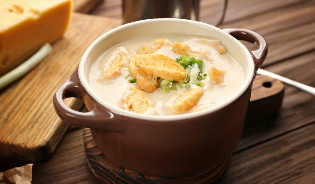 Луковый крем-суп с картошкой и сливками