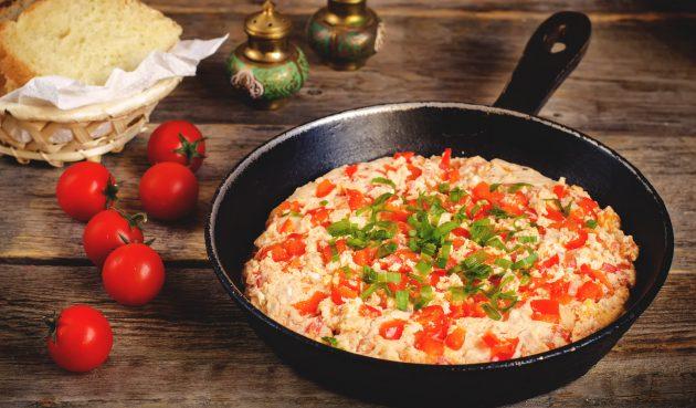 Миш-маш — болгарский омлет с овощами