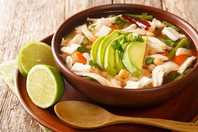 Мексиканский суп с нутом и курицей