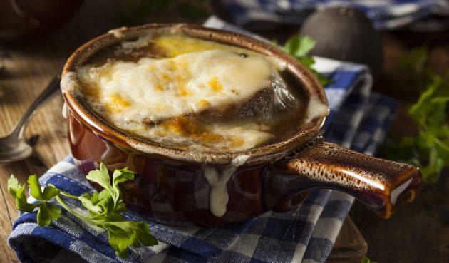 Французский луковый суп с пивом