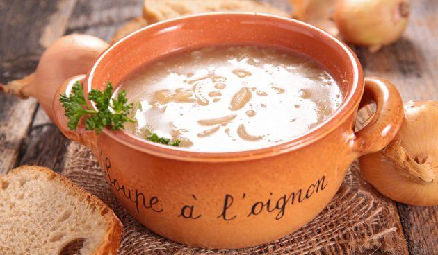 Простой луковый суп с яблочным соком
