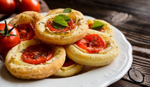 Мини-тарты с помидорами