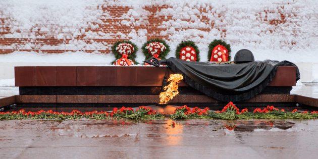 День защитника Отечества: Могила Неизвестного Солдата