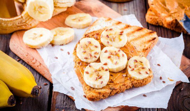 Тосты с арахисовой пастой и бананом