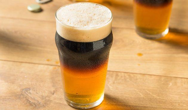 Алкогольный коктейль «Чёрный бархат»