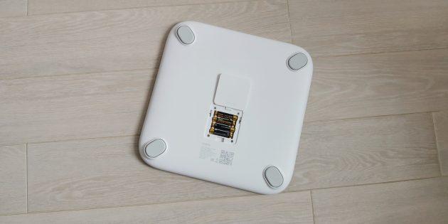 Новинки Realme: умные весы Smart Scale работают от четырёх мизинчиковых батареек