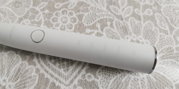 Новинки Realme: кнопка переключения режимов на зубной щётке M1Sonic Electric Toothbrush