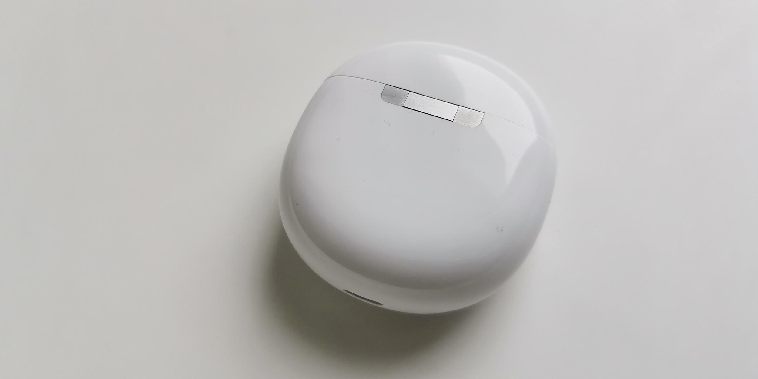 Обзор Realme Buds Air Pro: шарнир футляра