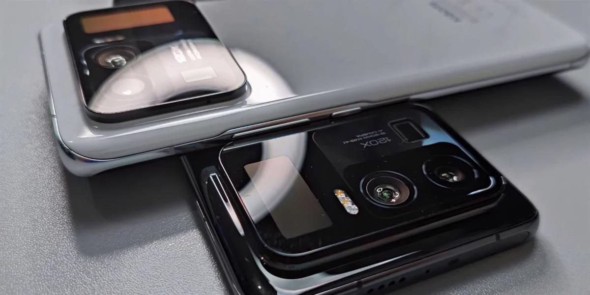 В Сети появились фото Xiaomi Mi 11 Ultra с гигантской камерой и вторым экраном