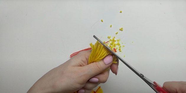 Кукла Масленица своими руками: подровняйте края ножницами