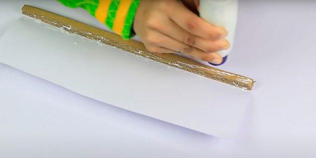 Поделки на 8Марта своими руками: обклейте стержень бумагой
