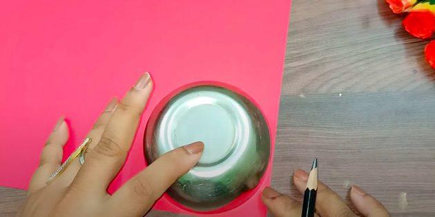 Поделки на 8Марта: вырежьте бумажные круги