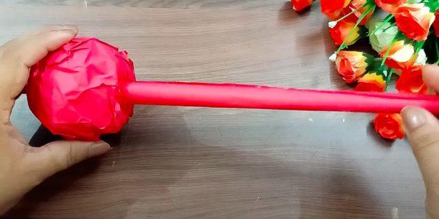 Поделки на 8Марта: приклейте трубочку к шару