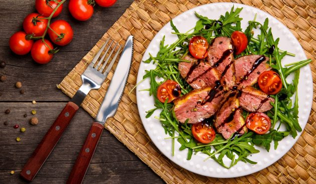 Тёплый салат с утиной грудкой
