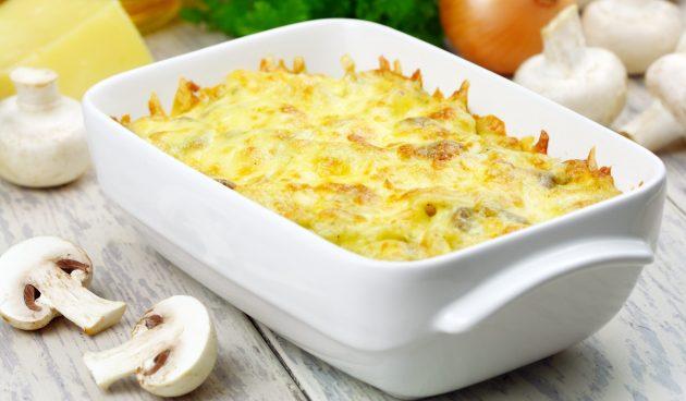Картофельная запеканка с грибами и сливочным соусом