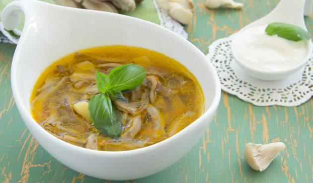 Простой суп с вёшенками и картошкой