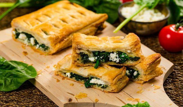 Пирог с творогом, шпинатом и сыром