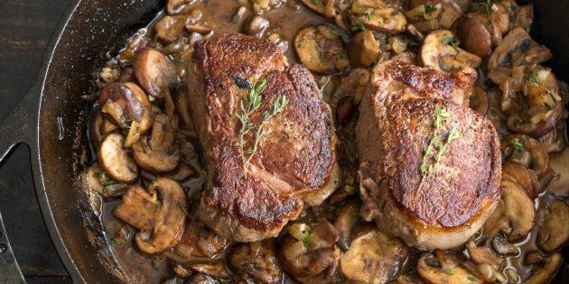 Умами: стейк с грибной подливой