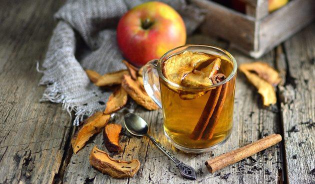 Чай с сушёными яблоками и мелиссой