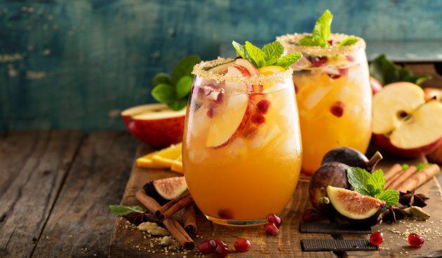 Коктейль с водкой, гранатом и яблочным соком