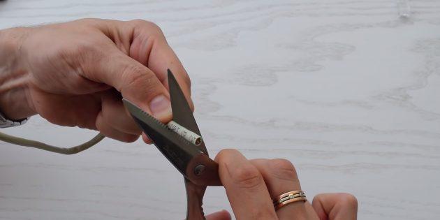 Как обжать витую пару: Снимите внешнюю оболочку с кабеля