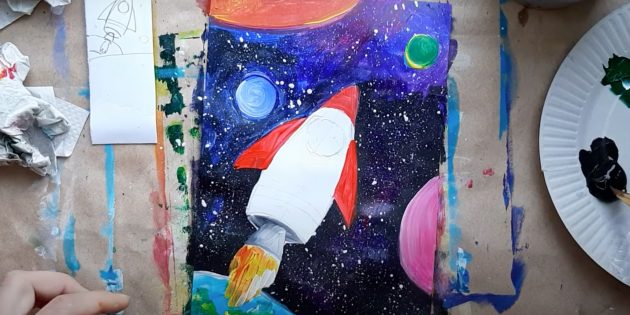 Как нарисовать ракету: прорисуйте пламя и закрасьте крылья