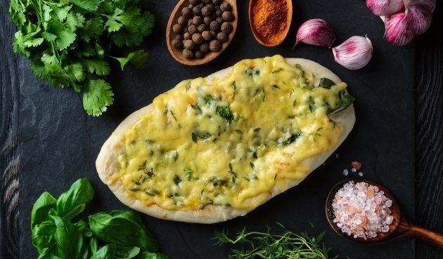 Пышные лепёшки с сыром и зеленью