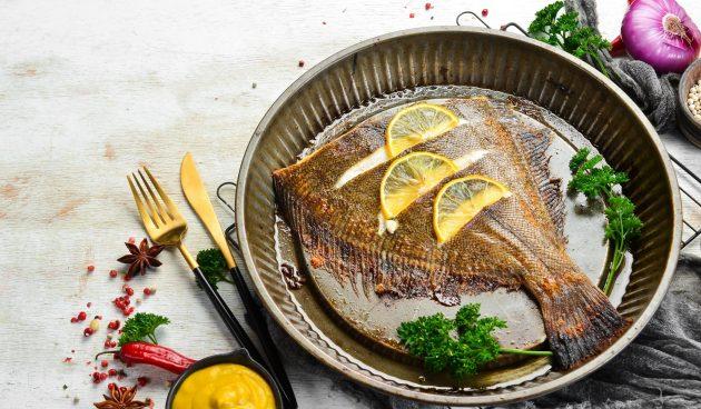 Камбала, запечённая в духовке с лимоном