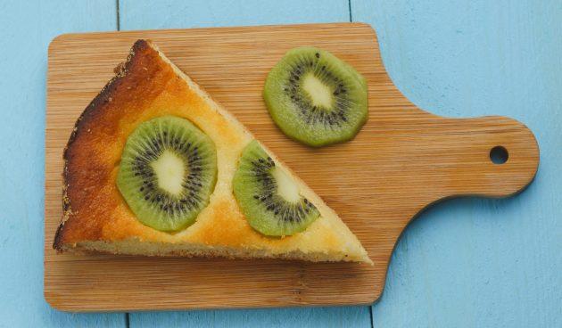 Простой творожный пирог с киви