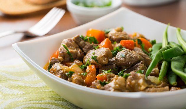 Баранина, запечённая с овощами и грибами в духовке