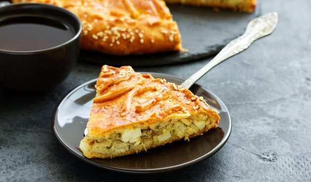 Простой и сытный рыбный пирог