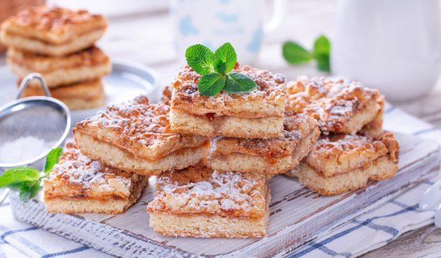 Тёртый пирог с вареньем и орехами на маргарине