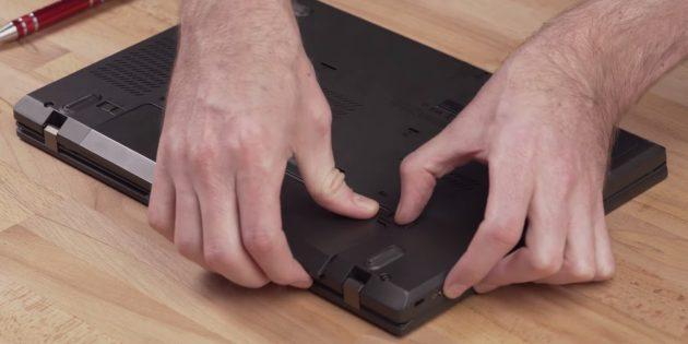 Как подключить SSD к ноутбуку: извлеките аккумулятор