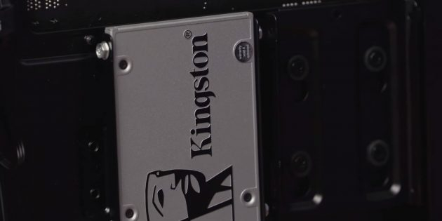 Установите и закрепите SSD