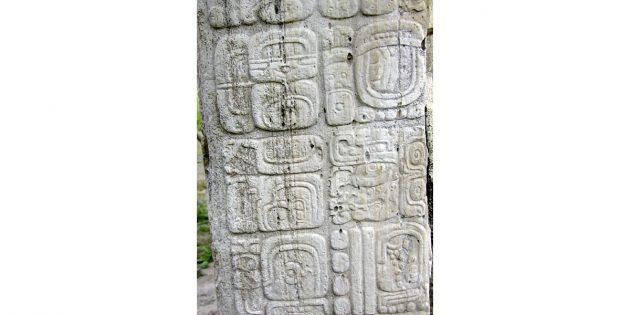 Культура майя: стела в Тикале с датой конца 13-го бактуна