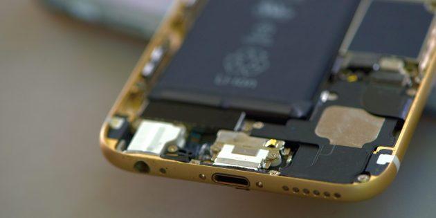 Что делать, если телефон упал в воду: извлеките аккумулятор