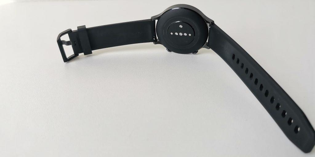 Обзор Realme Watch S: датчики на задней панели